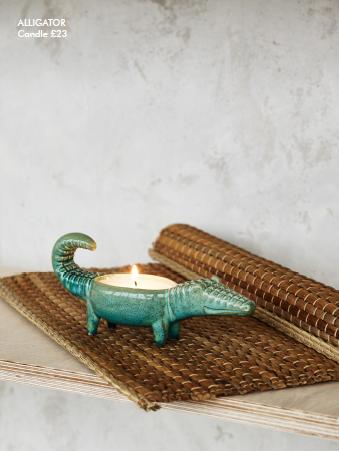 aligator candle holder