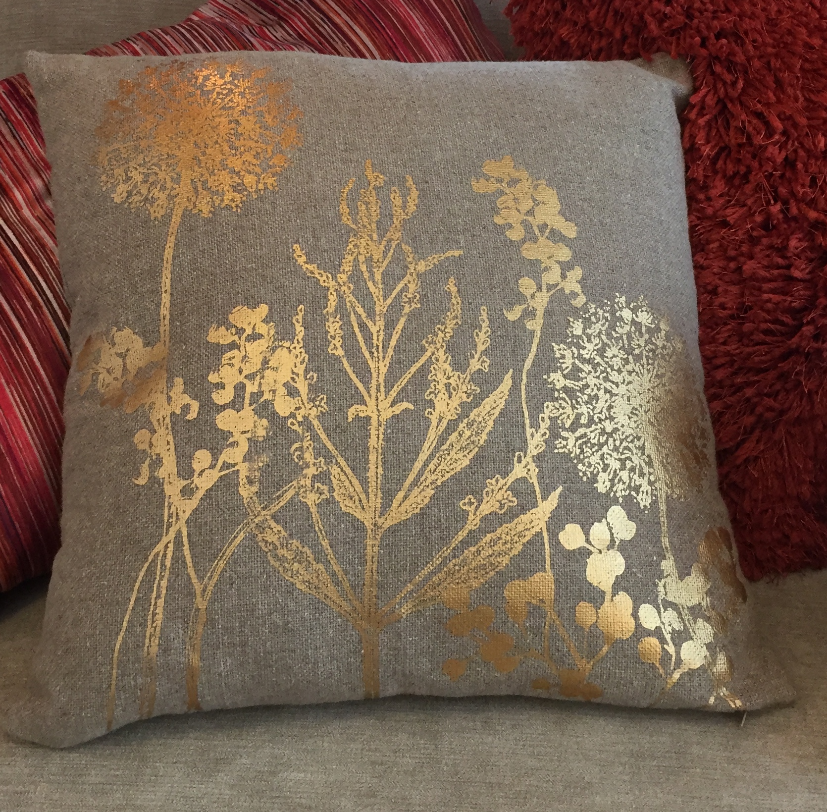 7 metallic cushions
